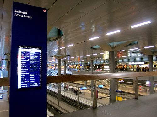 Digital Signage How Visual Cues Help With Wayfinding